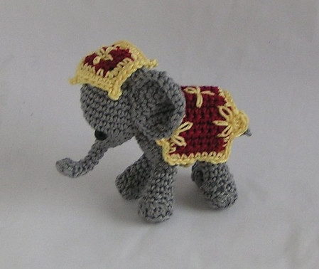 Häkelanleitung Decke und Kopfschmuck Zirkuselefant