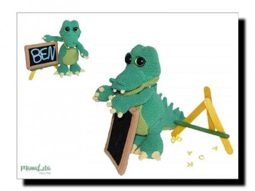 AMIGURUMI Alligator Ben mit Tafel