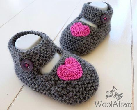 (12) Strickanleitung Baby Ballerinas mit gehäkeltem Herz