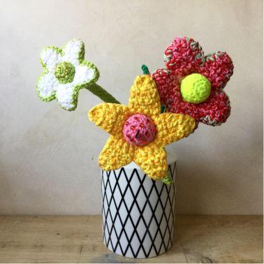 Häkelanleitung für große, imposante Blumen von WollLolli
