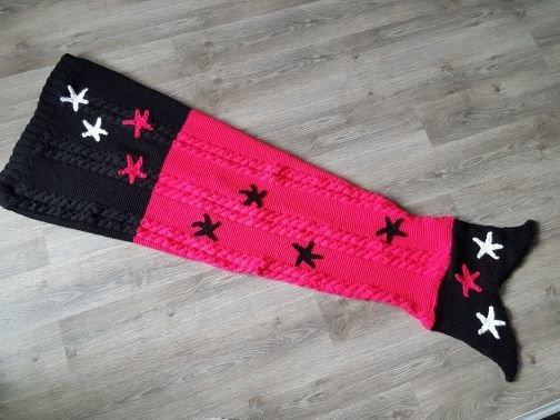 Strickanleitung Meerjungfrau-Decke pink schwarz für Damen