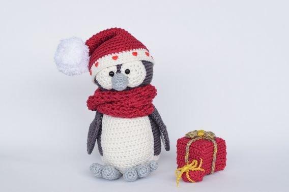 Haekelicious Pinguin Weihnachtsvariante mit Geschenken