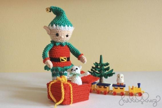 Häkelanleitung Weihnachtself mit kleinem Teddy