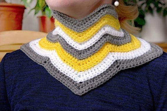 Sehr einfache Häkelanleitung für einen Schal, Schalkragen | MyBoshi.net