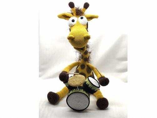 Giraffe Pedro, der Drummer
