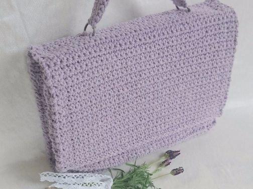 Häkelanleitung für eine süße Handtasche mit verstärktem Inne