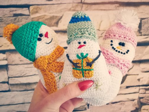 Drollige Schneemänner in 2 Varianten häkeln