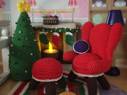 Weihnachtsmöbel für das Puppenhaus