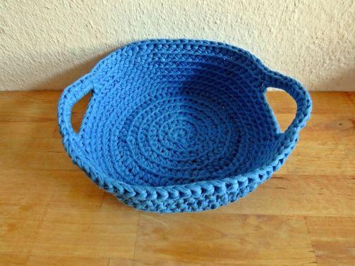Geschenkkorb aus Textilgarn