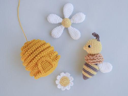 Biene und Bienenstock