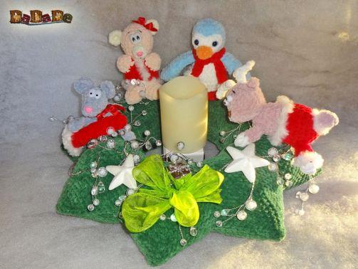 Die Weihnachts-Deko der Kranz mit 4 Tieren