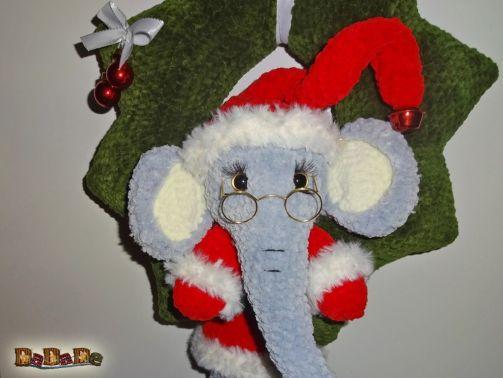 Der weihnachtliche Tür-Kranz Elefant