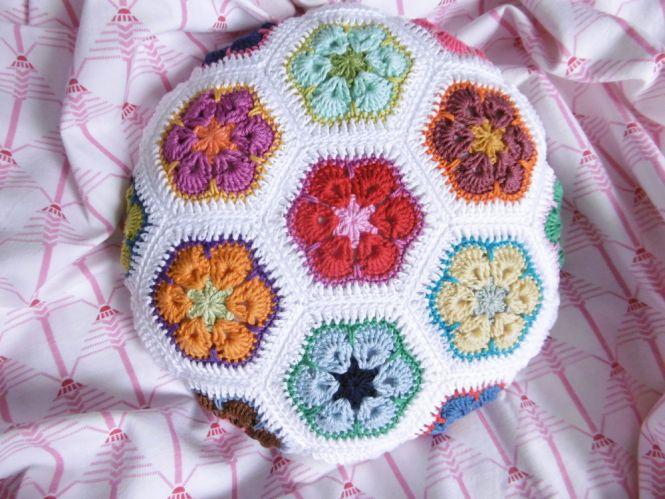 Made By Stefanella African Flower Hexagonkissen Rund Myboshinet