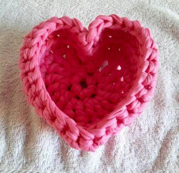 Utinsilo Herz Körbchen aus Textilgarn