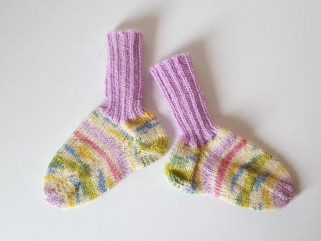 Strickanleitung Baby-Socken aus Wollresten, Baby-Söckchen