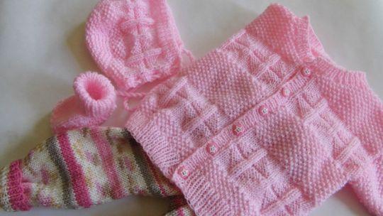 Strickanleitung Babygarnitur , Jacke, Mütze, Socken und Hose