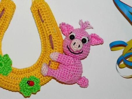 Häkelanleitung Glücksschwein am Hufeisen
