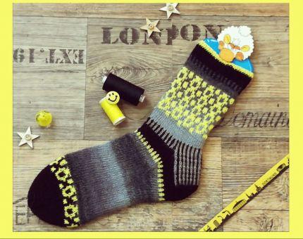 Socken die locken - Kalender mit 12 verschiedenen Socken