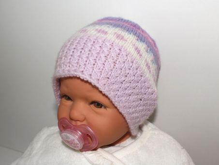 Strickanleitung Babymütze mit Flechtmusterrand