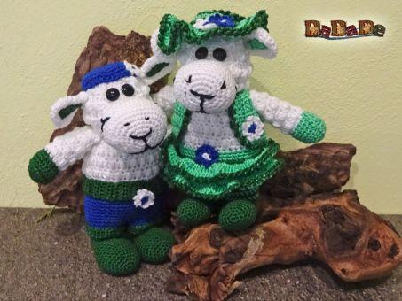 Dekoration oder zum Kuscheln, Schafe Scheila und Scharif,