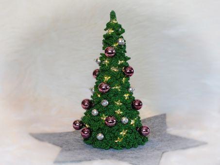 Wir schmücken den Weihnachtsbaum