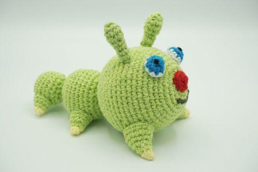 Muki-Raupe ⇝ Häkelanleitung (Crochet Pattern Caterpillar)