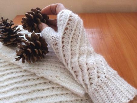 Fingerlose Handschuhe und Unendlichkeitsschal