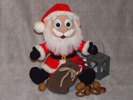 Häkelanleitung Weihnachtsmann mit Laterne