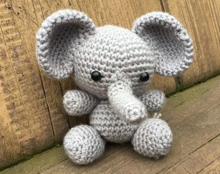 Amigurumi Elefantbaby Spielzeug Häkelanleitung
