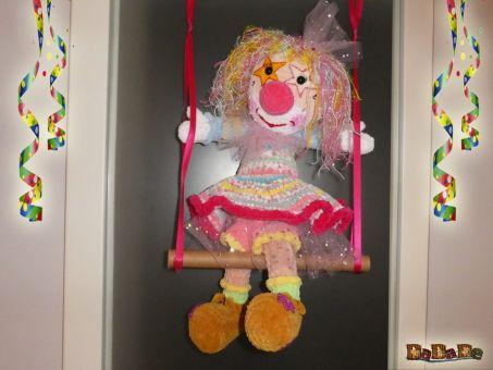 Clown Carina-Ballerina am Trapez, der Türkranz